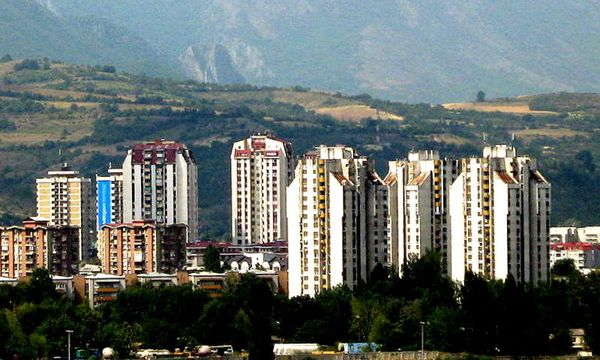 Tour résidentielles de Katposh800px-Towers Karpos4 Skopje