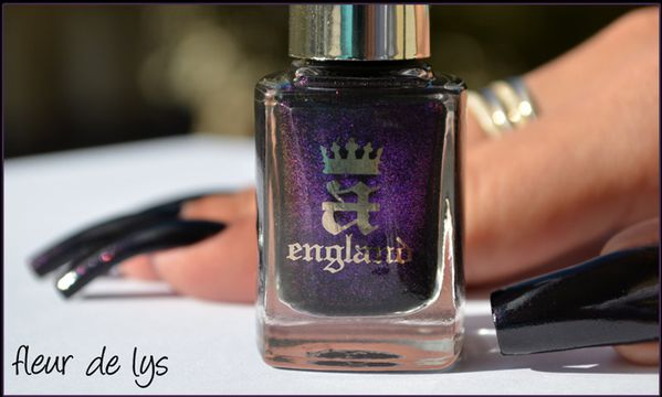 Vernis ongles noir violet