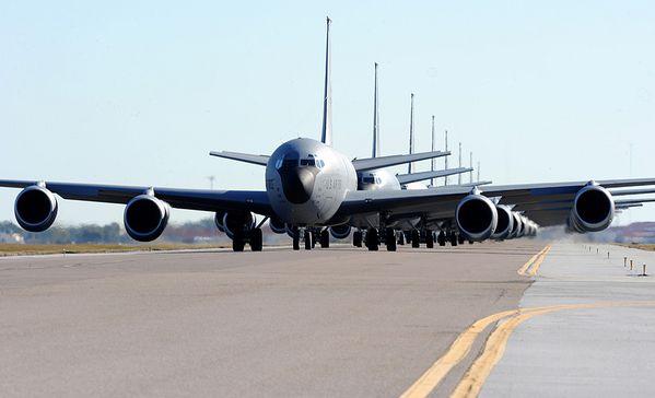KC-135-Stratotanker-photo-USAF.jpg