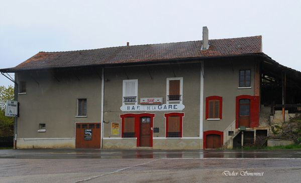 ARTONGES ( Aisne ) Bar de la Gare ( Photo Didier Simonnet )