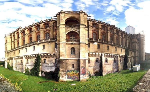 Des graffitis sur les murs du Château de Saint-Germain-en-Laye