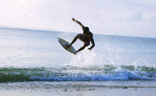 how to ride waves on a skimboard