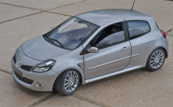 RENAULT CLIO RS3 COUPE GRIS SOLIDO17