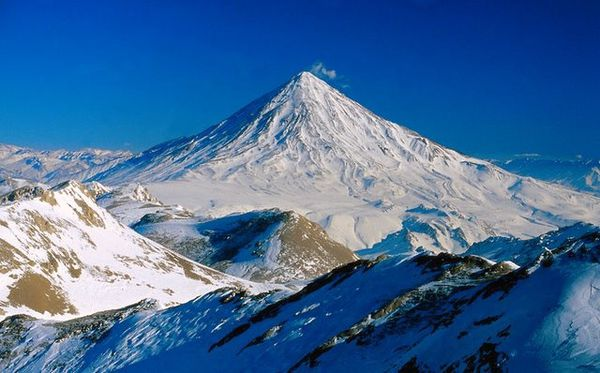 Damavand-Peak-by-Hamid-Yaghoubi.jpg