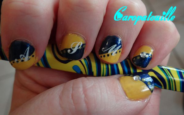 Supportrice jusqu'au bout des ongles