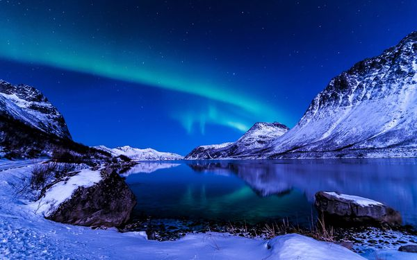 fond ecranBeautiful-sky-night-winter-Iceland-Northern-Light