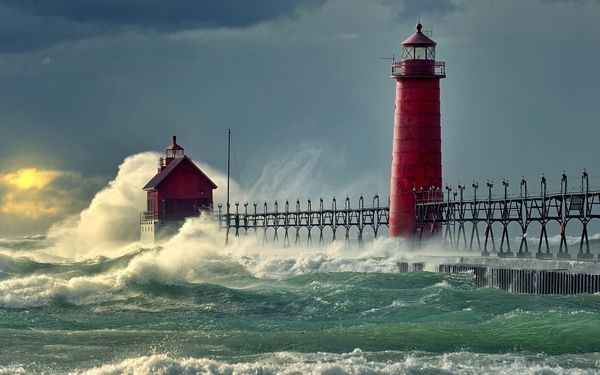 fond ecranSea-waves-pier-lighthouse 2560x1600