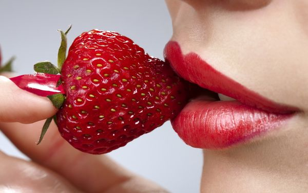 bouche-fraise-wallpaper-2014-HD.jpg