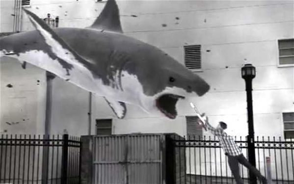 Sharknado_film_tra_2615692b.jpg