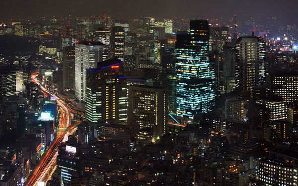 Central_City_at_Night-_Tokyo-_Japan.jpg
