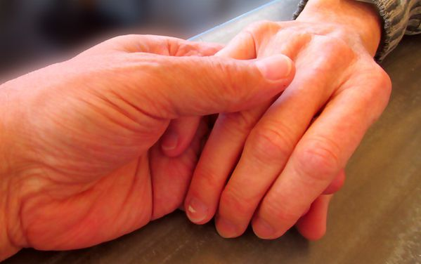 Deux-mains.jpg