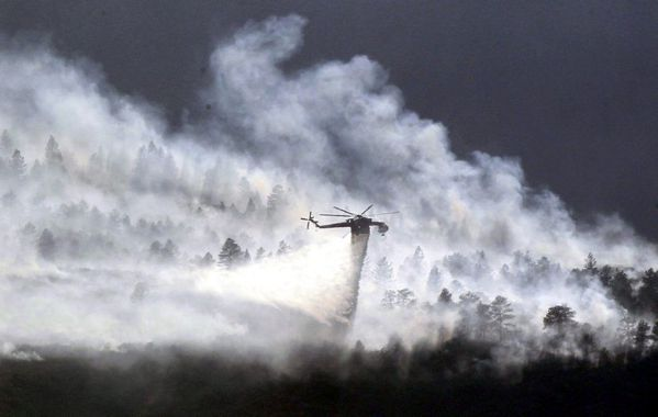 1006651_a-helicopter-drops-water-on-the-waldo-canyon-fire-b.jpg