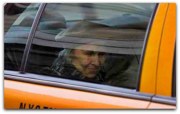 old-lady-lesson-patience-taxi-driver-hospice-smiling-retiri.jpg