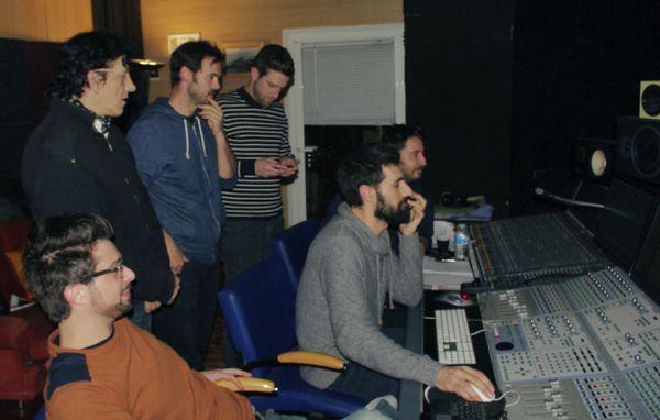 assis, Julien, Mathieu, Jojo, debout, Napo, Nico, et Kebous