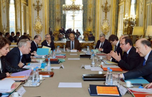 sem13fevf-Z11-seminaire-ministeriel-sur-la-strategie-d-inve.jpg