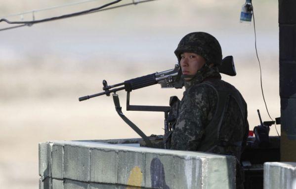 sem13avrd-Z10-Coree-du-Sud-soldat-frontiere.jpg