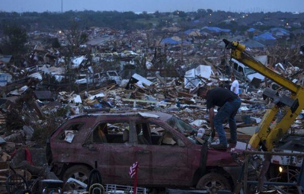 sem13maik-Z13-Moore-apres-la-tornade-dans-l-Oklahoma-USA.jpg