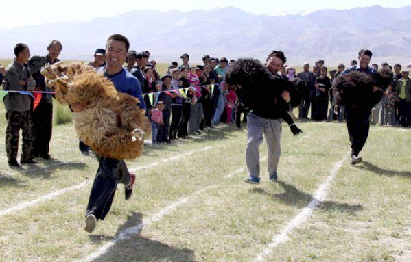 sem13aouj-Z17-Course-avec-un-mouton-Chine.jpg