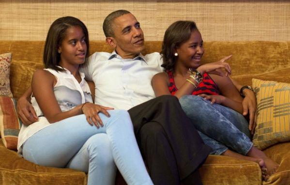 sem12sepb-Z6-Obama-Barack-Malia-Sasha-regardent-Michele.jpg