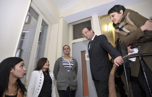 sem12novh-Z17-Francois-Hollande-foyer-femmes-battues-Paris.jpg