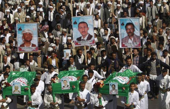 sem12novi-Z10-Hommage-victimes-al-qaida-Sanaa-Yemen.jpg