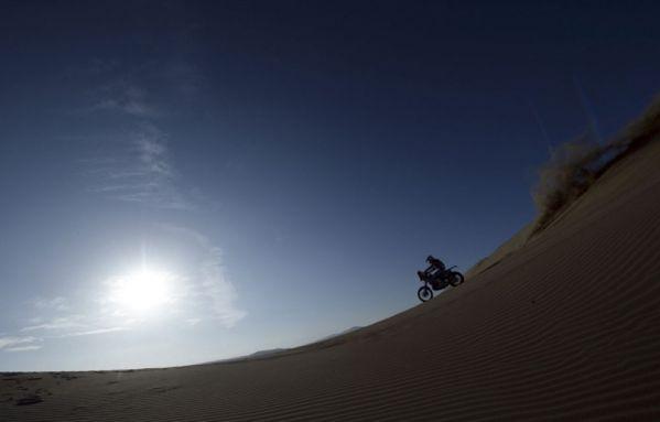 sem13janc-Z11-Dakar-moto-dunes-Chili.jpg