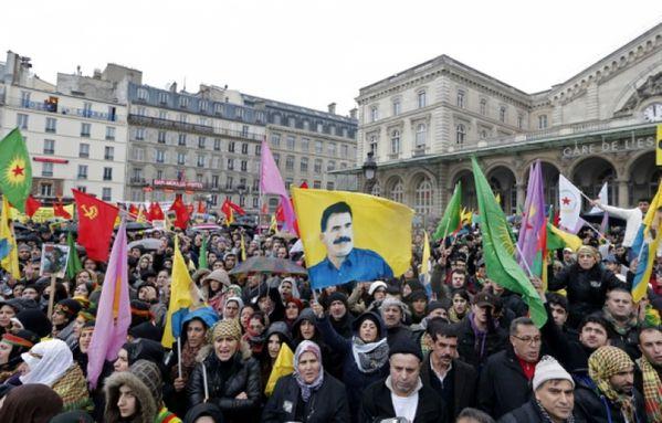 sem13jand-Z12-kurdes-manifestation-Paris.jpg