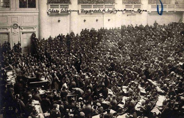 berckman--1917-Pietrogrado--assemblea-dei-soviet.jpg