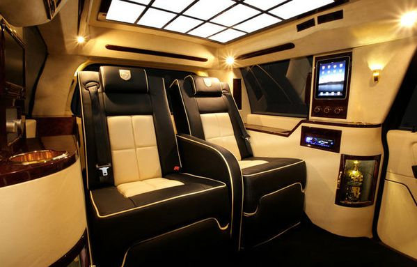 Lincoln navigator by lexani off road generation for Interieur jet prive