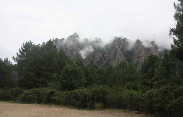 Corse-650-Les-aiguilles-de-Bavella-dans-le-brouillard-jpg