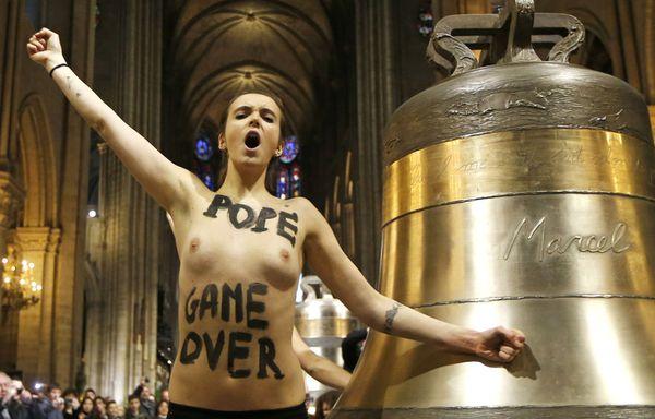 Femen-action-Notre-Dame-de-Paris.jpg