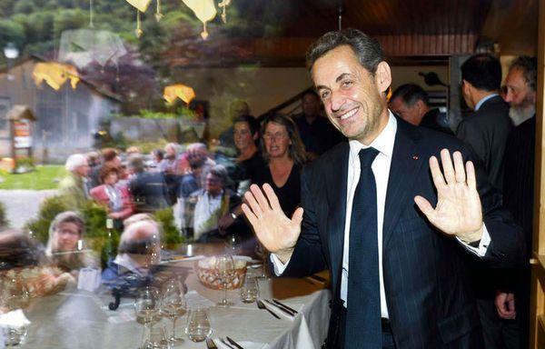 Nicolas-Sarkozy-en-tournee-francaise-avec-Carla-Bruni-conc.jpg