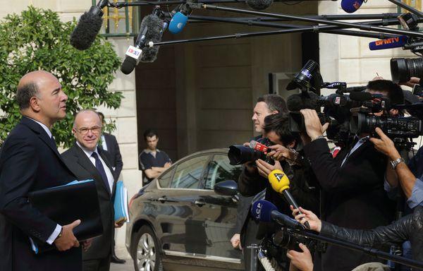 Pierre-Moscovici-et-bernard-cazeneuve-projet-budget-2014.jpg