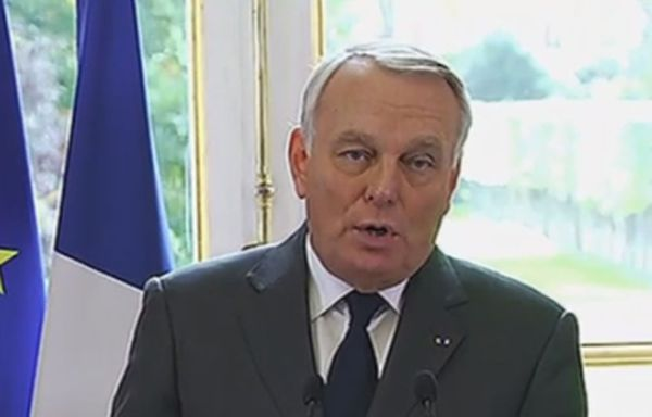 Jean-Marc-Ayrault-suspension-ecotaxe.jpg