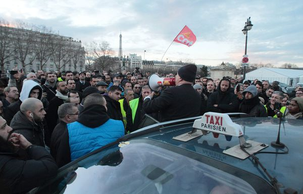 sem14feve-Z8-taxis-manifestation-Paris.jpg