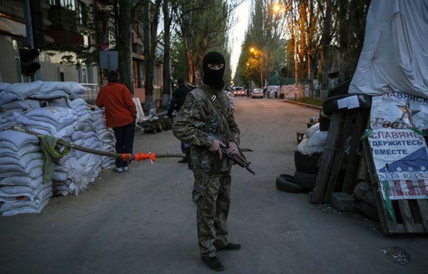 sem14avrl-Z12-Soldat-pro-Russe-Slaviansk-Ukraine.jpg
