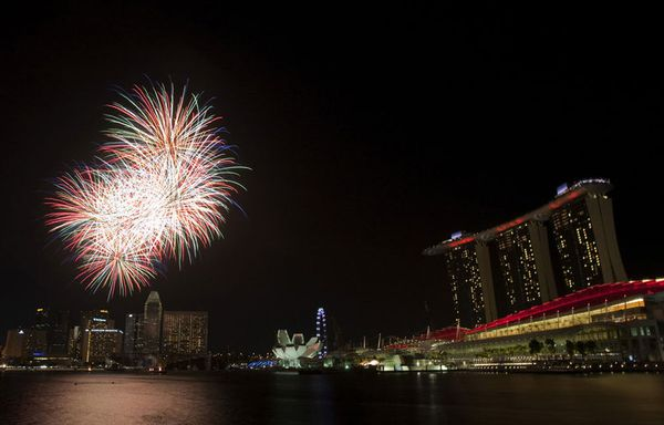 sem64-Z32-singapour-independance-feu-d-artifice.jpg