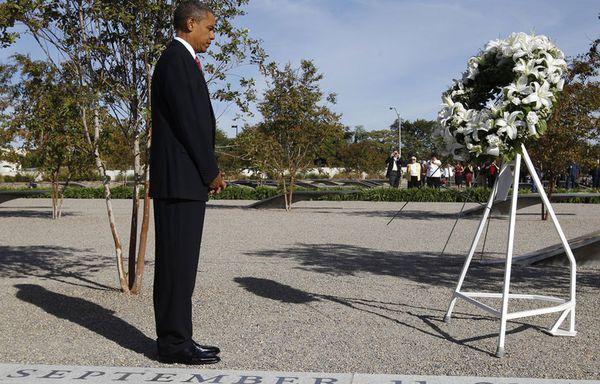 sem74-Z12-Barack-Obama-recueillement.jpg