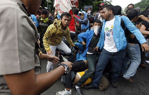 sem85-Z7-Djakarta-violences.jpg