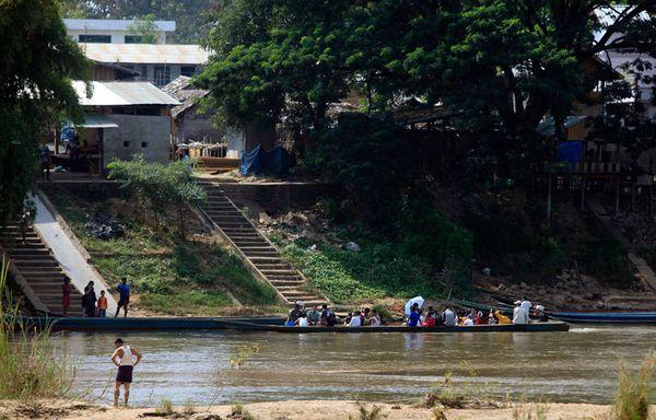 sem90-Z24-Refugies-voulant-quitter-la-Birmanie.jpg