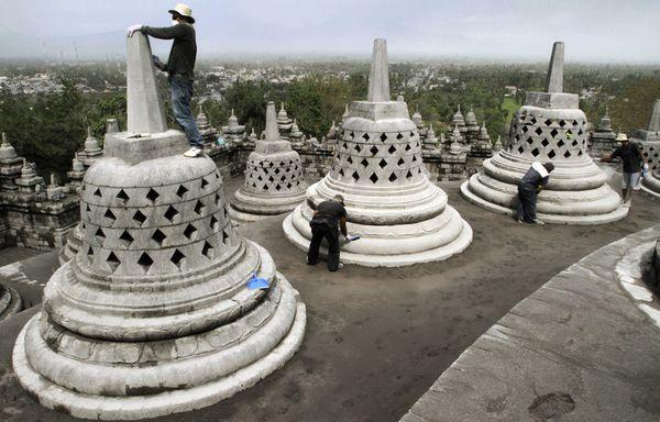 sem92-Z11-Cendres-temple-indonesie.jpg