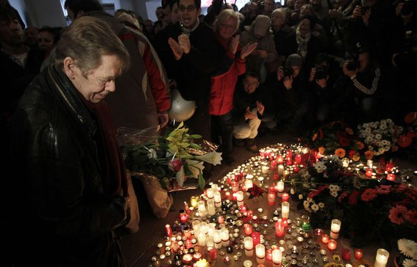 sem93-Z12-Vaclav-Havel-celebre-l-anniversaire-de-la-Revolut.jpg