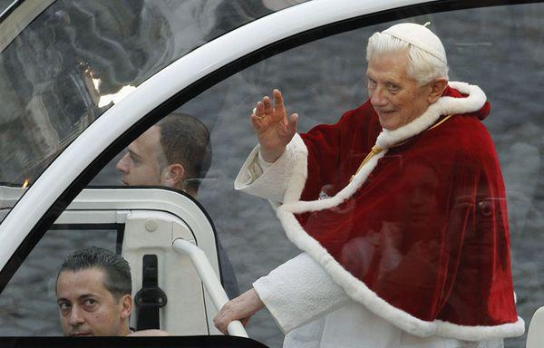 sem99-Z9-Pape-Benoit-XVI.jpg