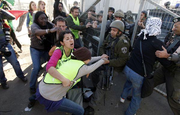 sem104-Z12-Cisjordanie-manifestation-frontieres.jpg