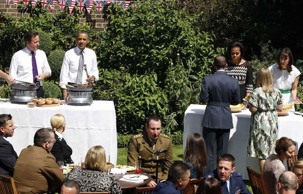 sem11mih-Z11-Tous-a-table-londres_obama_cameron.jpg