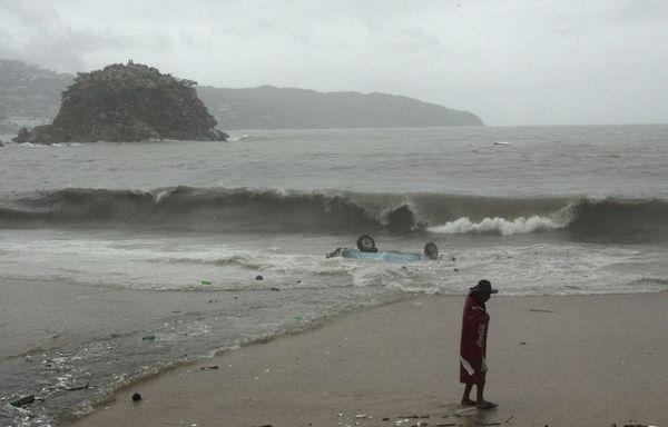 sem11juf-Z35-Acapulco-sous-la-pluie.jpg