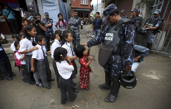sem11jlb-Z4-Controle-scolaire-Katmandou-Nepal.jpg