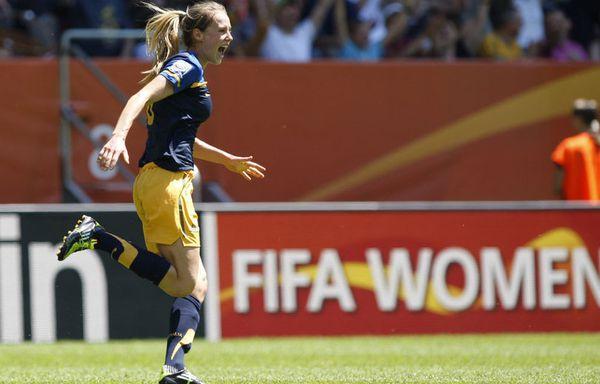 sem11jlc-Z15-Ellyse-Perry-foot-ball-feminin.jpg