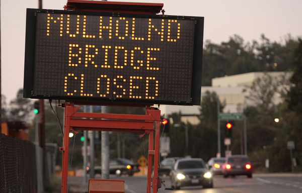 sem11jld-Z7-Mulholland-Bridge-fermeture-Los-Angeles.jpg