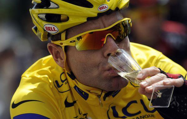 sem11jlg-Z18-Tour-de-France-Evans-fete-sa-victoire.jpg